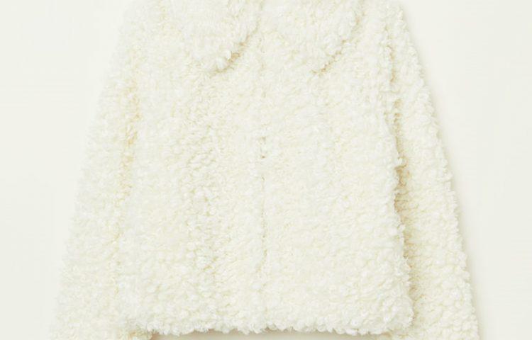 Winter-Outfits mit einer Lammfelljacke